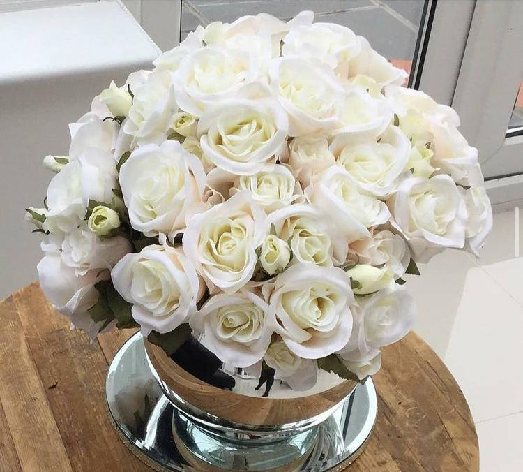 white artificial flowers without vase 1bunch