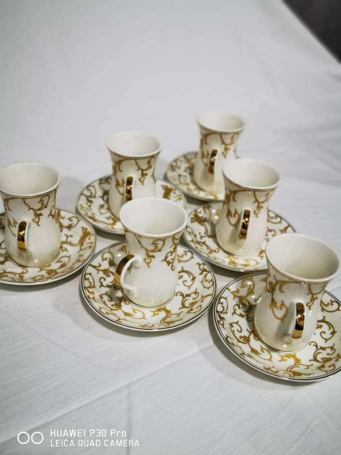 6 tea cups with soucers