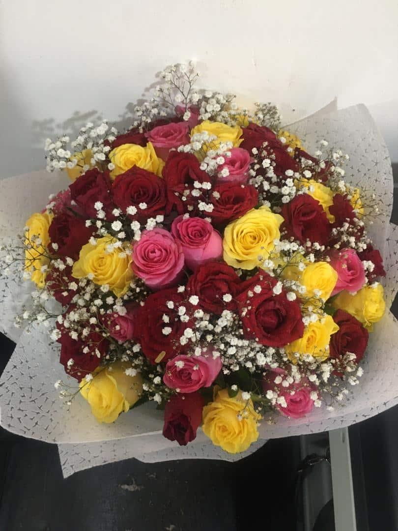 Mixed Roses Bouquet arrangement